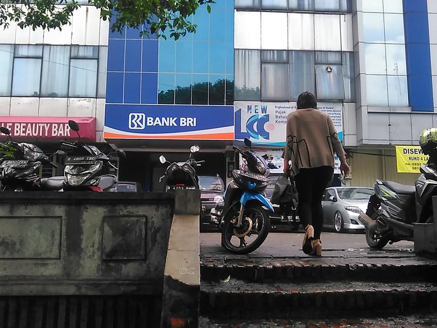 Bank Bri Kcp Sunan Giri Rawamangun Indonesia